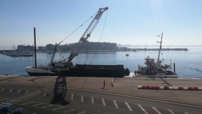 Puglia, drammatico incidente sul lavoro, porto cedono cavi d'acciaio , struttura schiaccia un marinaio