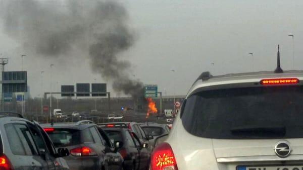 Bari caos in tangenziale, furgone prende fuoco vicino uscita per Palese, chilometri di coda