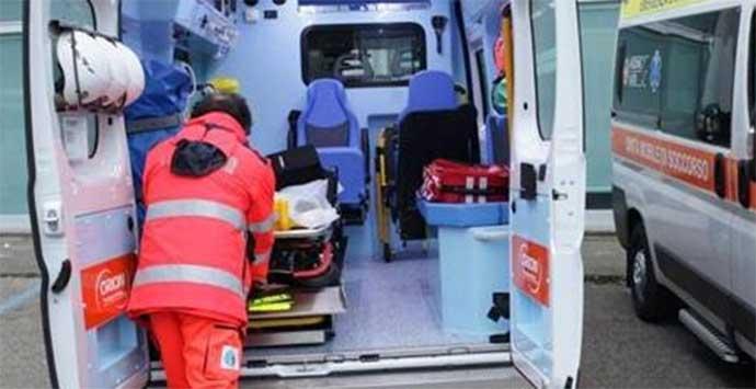 Bari, tremendo incidente nella notte tra auto e moto, muore centauro 48 enne