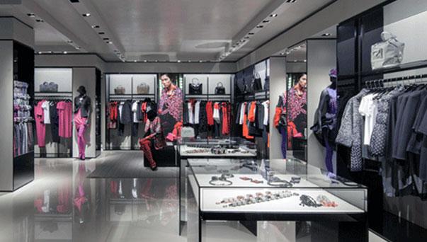 Bari, ruba capi di abbigliamento nel negozio Armani in via Sparano, fermato georgiano