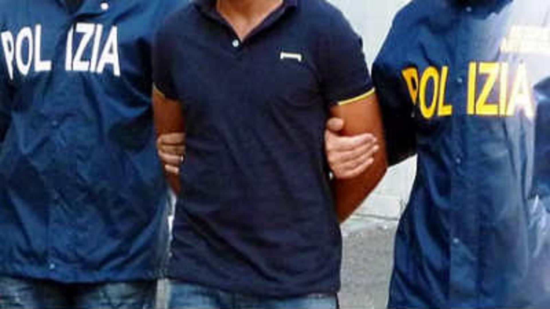 Bari, entra con un complice in un ristorante e spara all'impazzata uccidendo 4 uomini e ferendone altri e due, arrestato