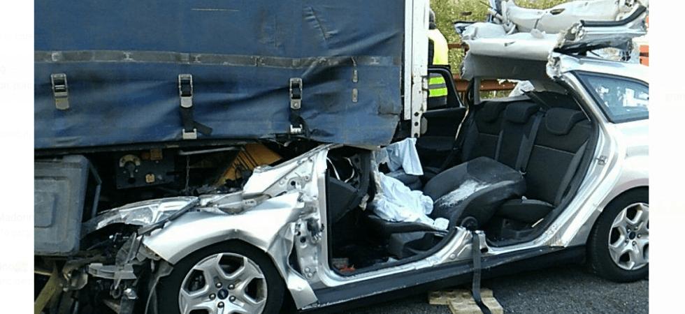 Dramma in autostrada, auto si schianta contro tir, muoiono bimba di 9 anni e ragazza di 17 anni, gravissime due sorelle gemelle