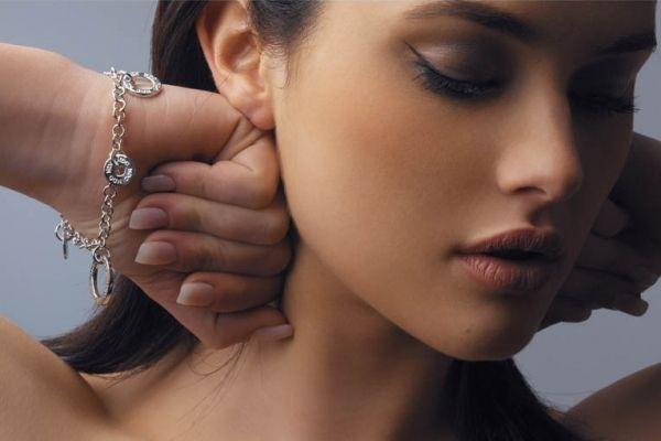 Una rivista internazionale da risalto al ristorante della top model barese considerata la nuova Monica Bellucci
