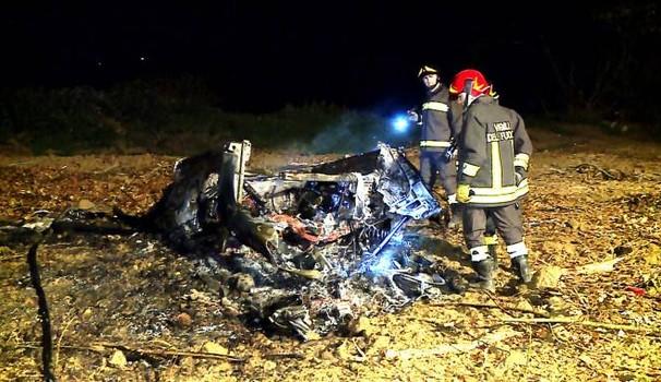 Drammatico incidente con la Porsche, un noto imprenditore muore carbonizzato, si schianta e l'auto prende fuoco