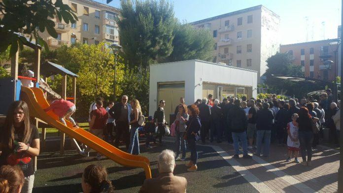 """Bari, il giardino """"Mimmo Bucci"""" diventa area giochi per bambini, entra in vigore ordinanza con divieto accesso cani"""
