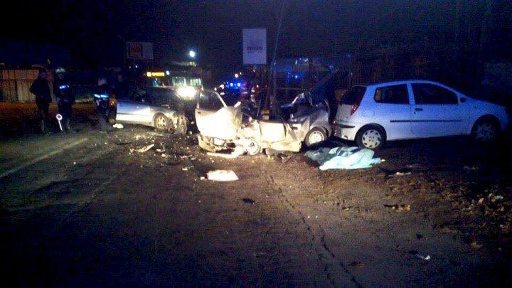 Terribile incidente stradale, cinque i mezzi coinvolti, quattro le persone in condizioni disperate