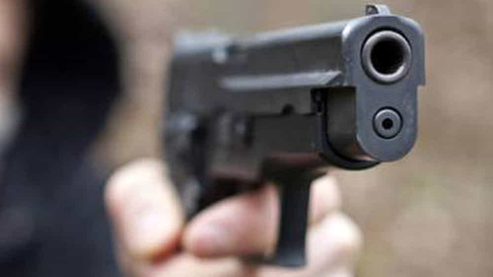 Puglia attimi terrore, bandito spara, negoziante reagisce e finisce in ospedale
