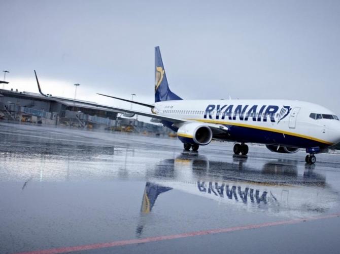 Attimi di terrore per il fortissimo vento su volo Praga – Bari, aereo dirottato a Napoli