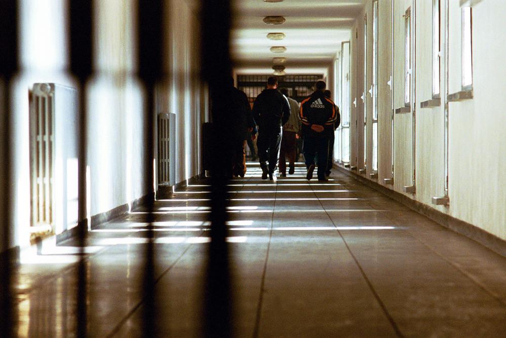 Puglia, detenuta manda in ospedale tre agenti e un ispettore
