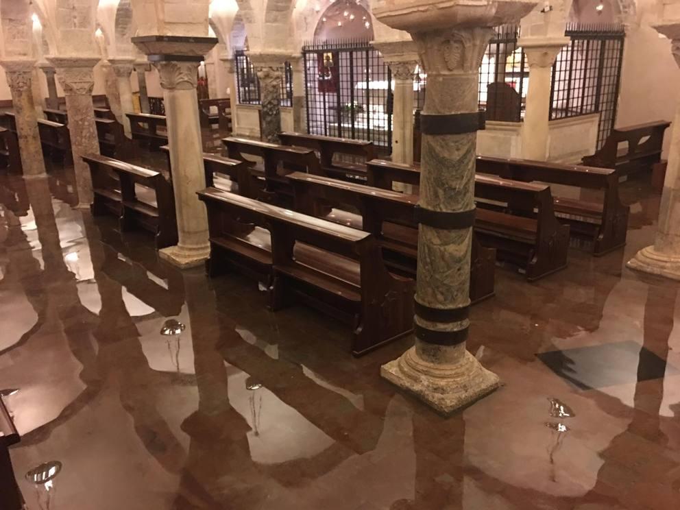 Nubifragio a Bari, nuovo allagamento della Cripta di San Nicola intervento immediato dei vigili del fuoco