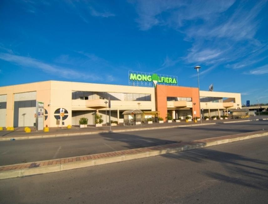 """Bari, ruba capi di abbigliamento al centro commerciale """"Santa Caterina"""", arrestato 36anni dopo colluttazione con agenti"""