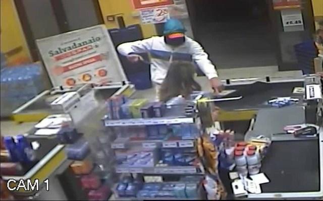 Puglia, violenta rapina al supermercato Despar, terrore tra i numerosi clienti, due individui armati fanno irruzione e poi fuggono con bottino