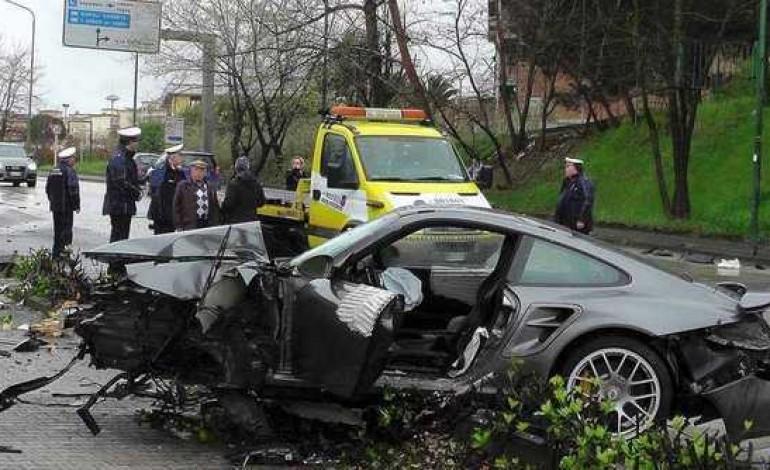 """Sfreccia in Porsche senza patente, travolge due donne e fugge: arrestato il """"pirata"""""""