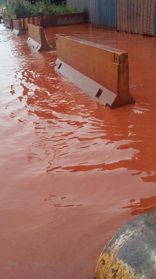 Taranto la foto che incute paura: anche la pioggia è rossa!