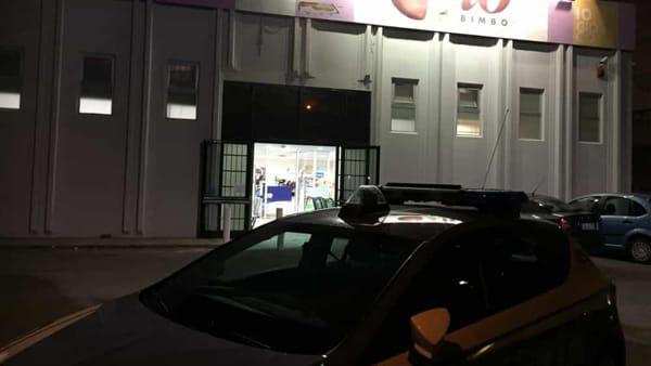 """Puglia, rapina armata il giorno del Black Friday nel negozio """"Io Bimbo"""", terrore tra i clienti"""