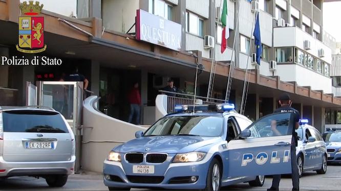 Puglia, bandito nigeriano entra in negozio e spintona un dipendente ne nasce una rissa