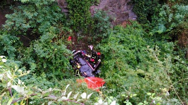 Puglia tremendo incidente stradale, muore un ragazzo a soli 20 anni, la sua auto è finita in un canalone