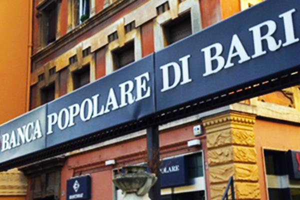 Puglia, rapina a mano armata in pieno centro alla Banca Popolare di Bari, terrore tra i clienti, ladro fugge con il bottino