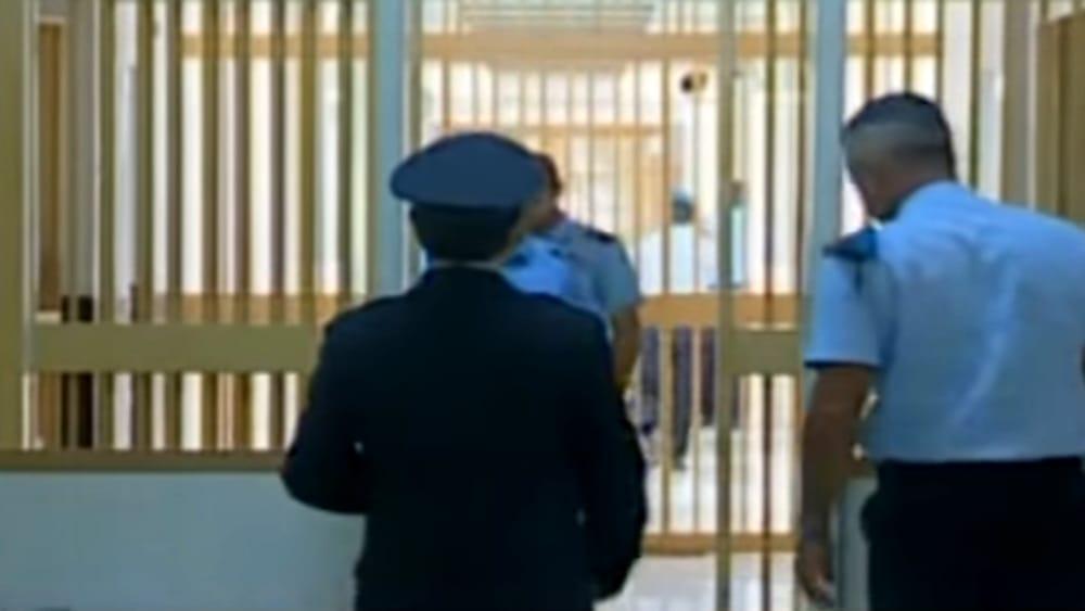 Lecce, poliziotto aggredito in carcere da un detenuto barese