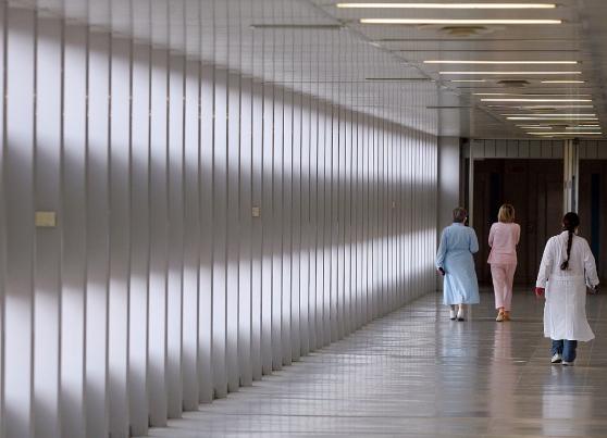 Italia a pezzi – Crolla controsoffitto in un ospedale, il bilancio è di cinque pazienti feriti