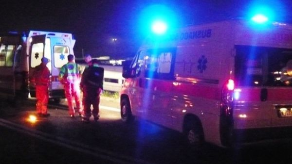 Tremendo incidente in autostrada tra minivan e auto, un morto e 11 feriti gravi