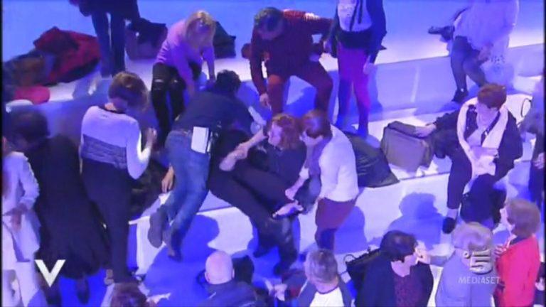 Malore a Verissimo: Silvia Toffanin costretta a interrompere intervista di Jeremias per chiamare i soccorsi