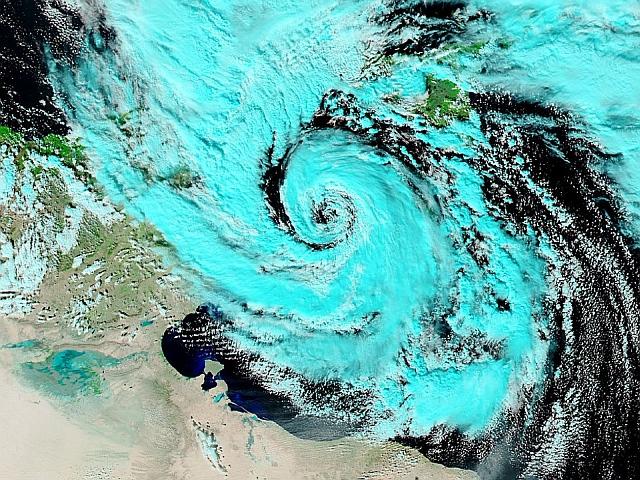 Ciclone tropicale in avvicinamento: massima allerta in Puglia