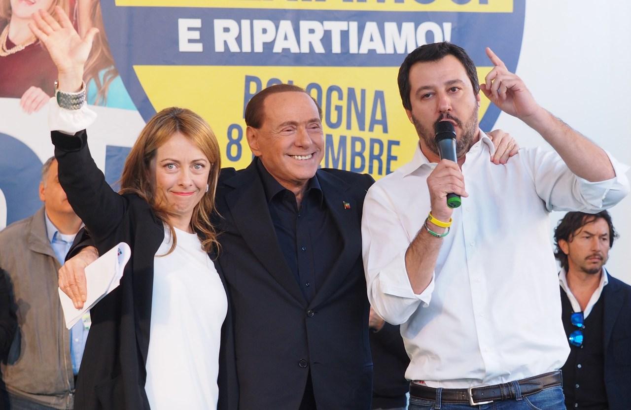Ultimi sondaggi politico elettorali, il centrodestra sempre più su, Salvini e Berlusconi pari, M5S primo partito, debacle Pd