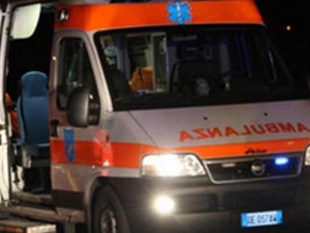 Bari, violentissimo incidente sul lungomare di Bari, scontro tra auto e moto, tre i feriti, uno è gravissimo