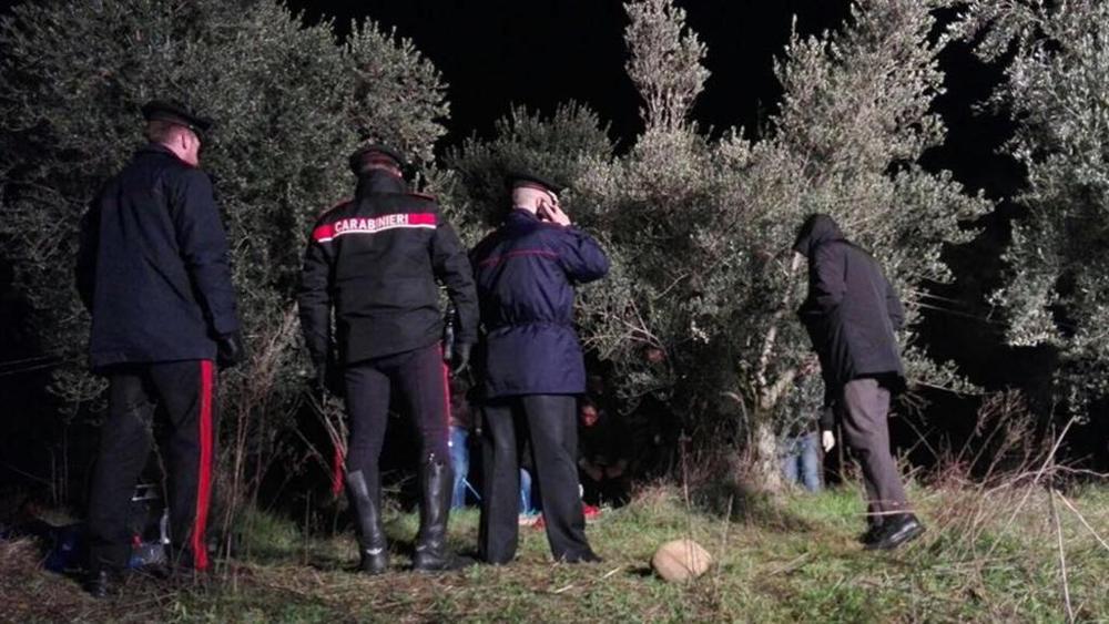 Macabra scoperta, cadavere di donna a pezzi ritrovato in campagna