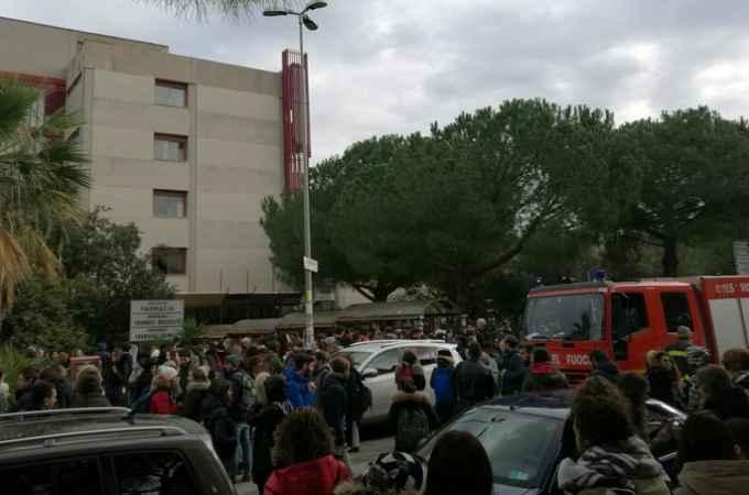 Bari tragedia sfiorata, scoppia un incendio al Campus, gli studenti fatti evacuare, intervengono i Vigili del Fuoco