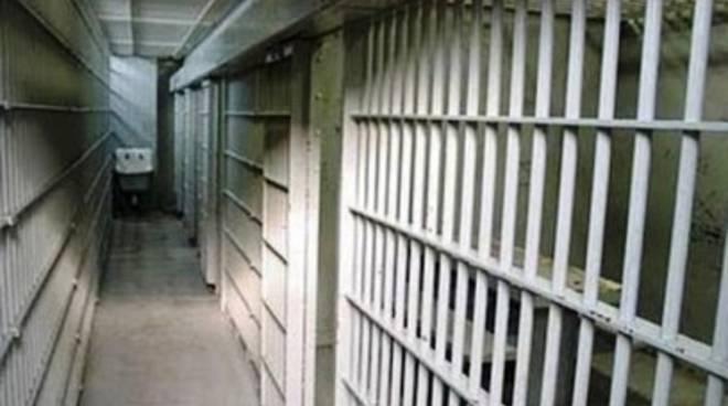 Puglia, attimi di panico in carcere, detenuto tenta di soffocare agente
