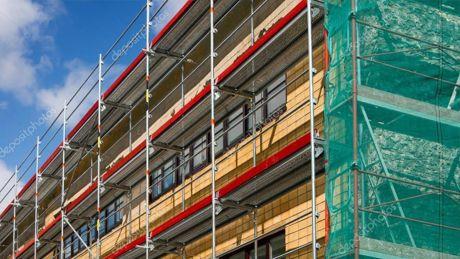 Salta di balcone in balcone per rubare negli appartamenti, perde l'equilibrio e precipita, ladro nordafricano gravissimo