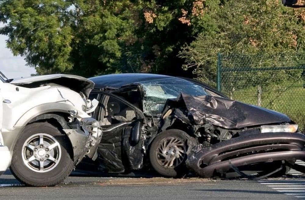 Puglia, pauroso incidente cinque auto distrutte