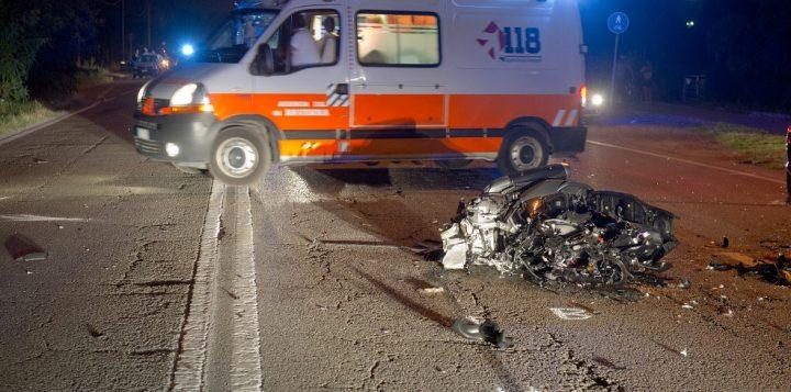 Tragico impatto tra Suv e Citroen C3, muore un uomo, il suo corpo estratto dalle lamiere