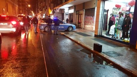 Valigia sospetta sul marciapiede in via Carulli, artificieri sul posto
