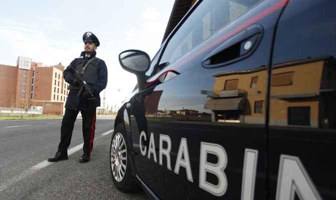 Puglia, litigano per il posto dell'auto, conducente prende un'ascia e minaccia l'altro