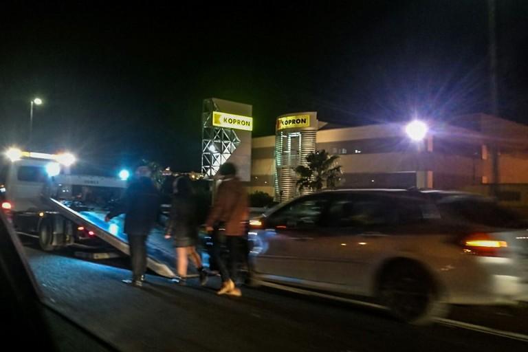 Bari, gravissimo incidente nei pressi del cimitero, auto impatta con una moto