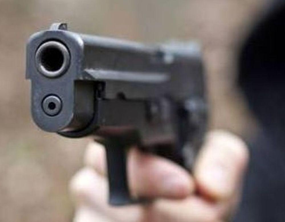 Parte un colpo di pistola: ragazzo uccide la fidanzata