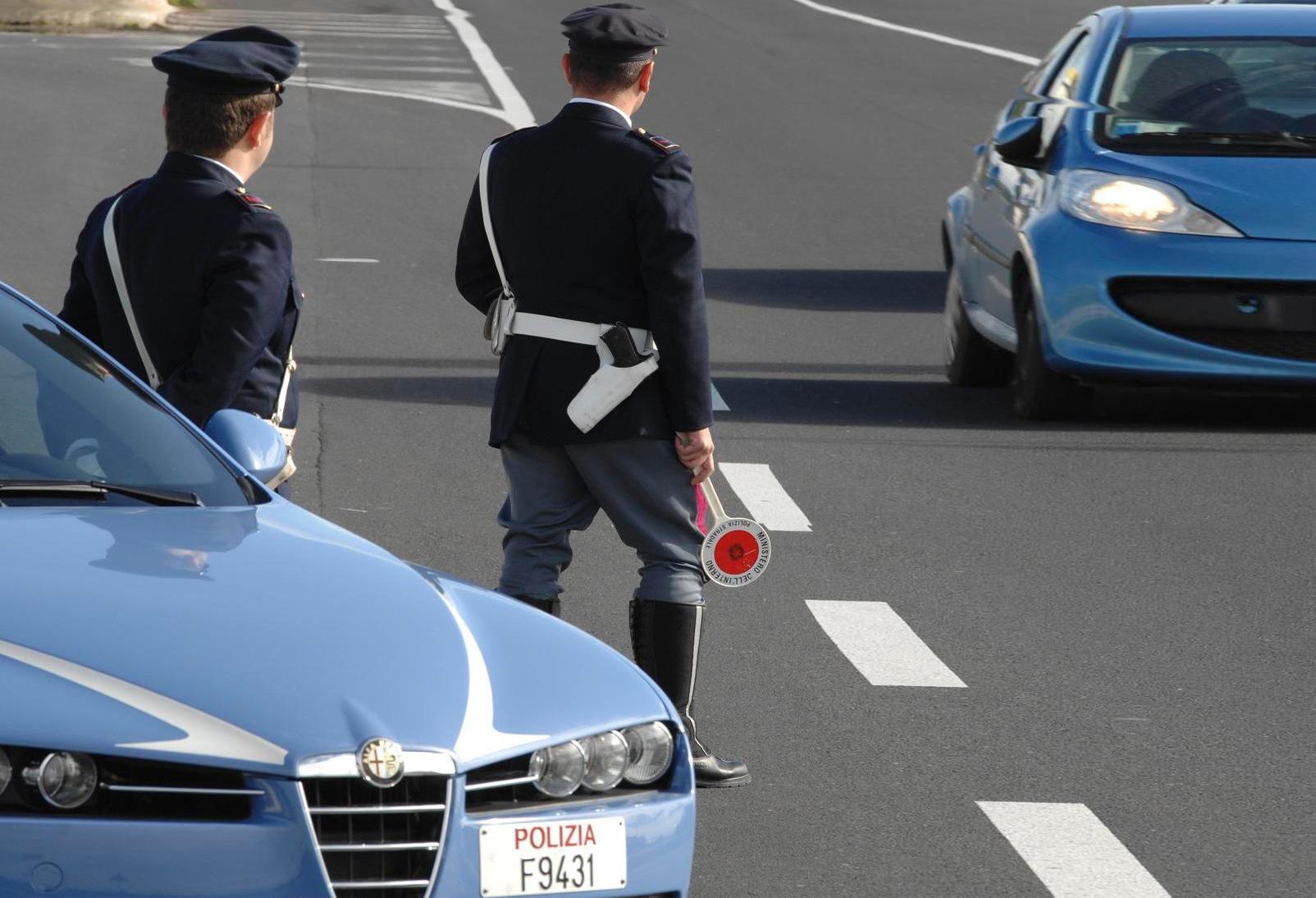 Soldi dai camionisti per non fare multe: arrestati agenti della stradale