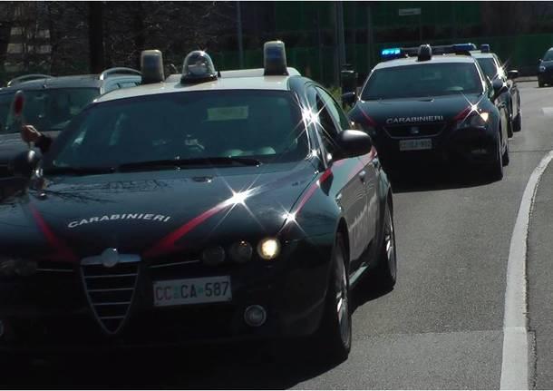 Puglia, terrore in centro, spari ad un passante dalla bici, è caccia in città al ciclista armato