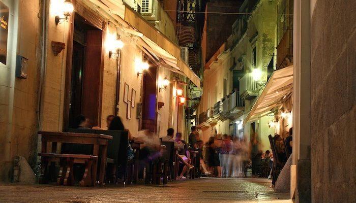 Puglia, colpo a locale nel cuore della movida, ladri fuggono con 2 mila euro