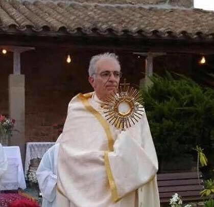 Malore durante la messa, muore parroco