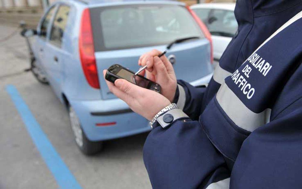 Puglia, non vuole pagare la multa e picchia selvaggiamente l'ausiliare del traffico