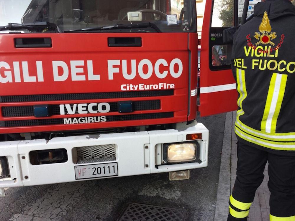 Tragedia sfiorata, scoppia incendio nella famosissima discoteca, 700 persone fatte evacuare, tanti ragazzi si sentono male