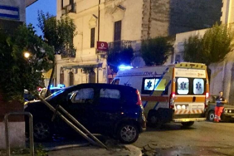 Puglia incidente mortale, auto contro albero muore 37enne