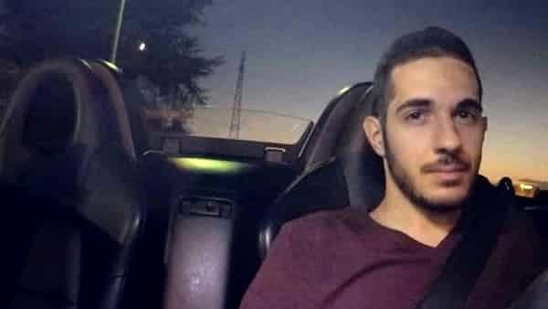 Incidente d'auto, fatale lo schianto contro un albero: Davide muore a 23 anni