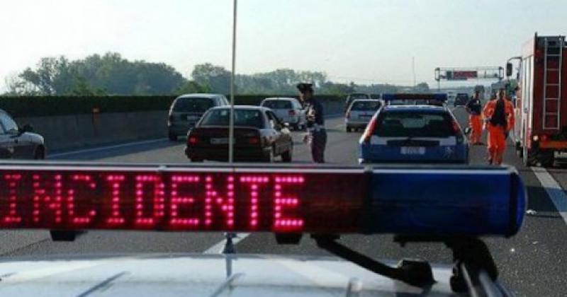 Terribile incidente stradale sulla statale 16 tra Bari e Giovinazzo, due feriti gravi e strada chiusa al traffico