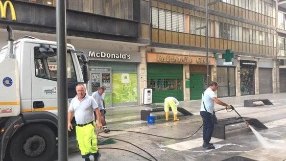 Attimi di panico al McDonald's di via Sparano, migrante picchia a sangue dipendente