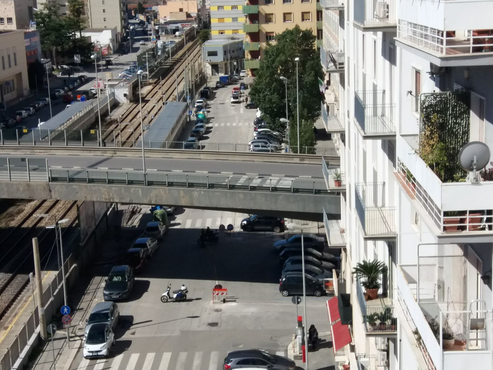 Bari, voragine per strada tra Corso Sonnino e via Matteotti per rottura condotta Acq, circolazione bloccata, traffico in tilt